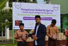 Photo of Laznas BMM Perwakilan Aceh Salurkan Wakaf Al-Quran Kepada Santri Muamalat Solidarity Boarding School